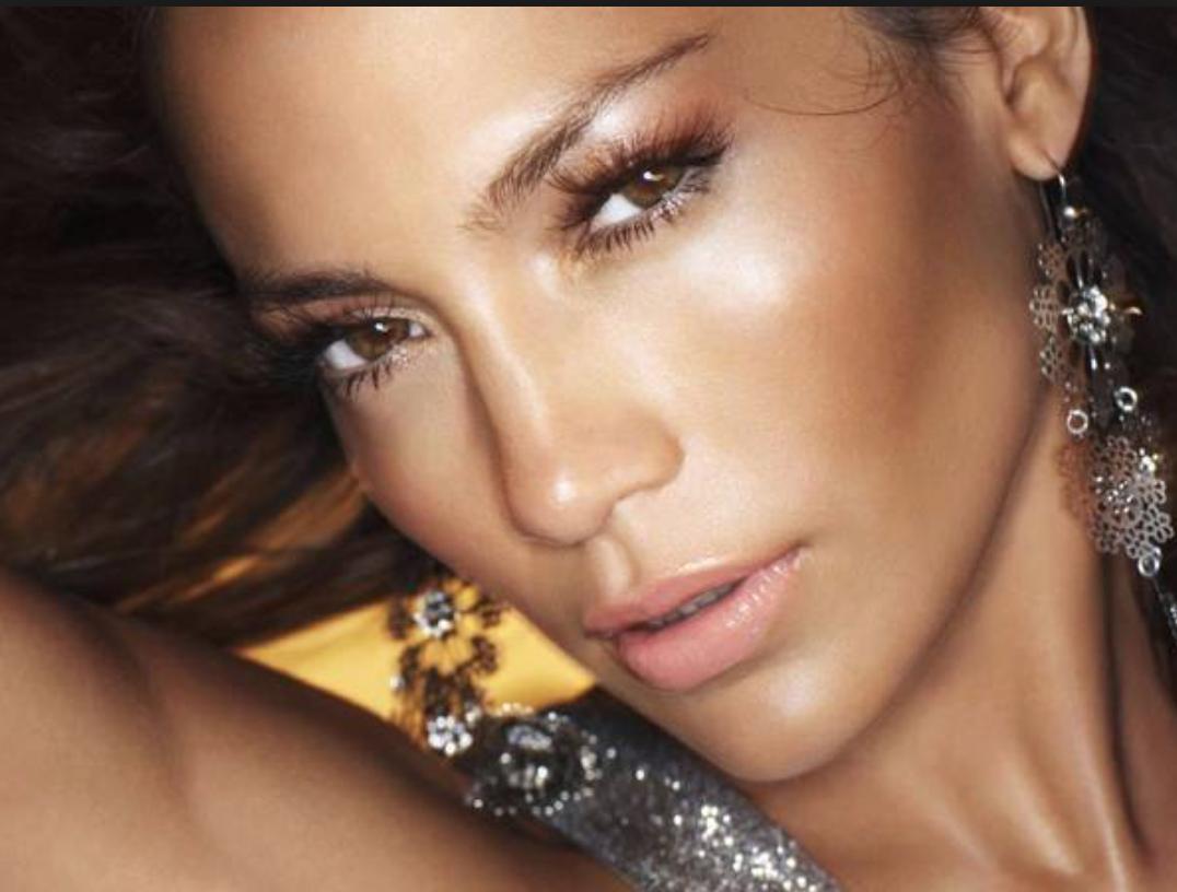 J-lo gold make-up